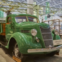 The first vehicle as produced by the then-named Toyoda company. | JNTO