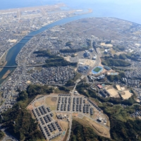 A development plan for an area in Iwakuni, Yamaguchi Prefecture, involved leveling the city's Mount Atago to create a 'dream town' for its residents. The land was eventually repurposed for a U.S. base. | CHUGOKU SHIMBUN