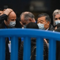 Members of a World Health Organization team investigating the origins of COVID-19 coronavirus visit the closed Huanan Seafood wholesale market in Wuhan, China, on Sunday.  | AFP-JIJI