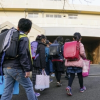 Japan will reduce the maximum number of students per class at public elementary schools to 35 from the current 40. | KYODO