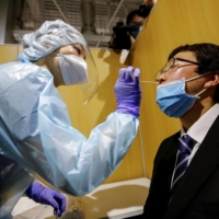 Japan urged to link up private and public testing to better grasp pandemic's extent