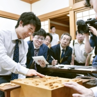 Sota Fujii (left), has been a regular feature on the shogi scene since becoming Japan's youngest professional player in 2016 at the age of 14. | KYODO