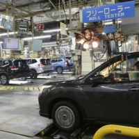 Cars are inspected at Subaru Corp.'s plant in Ota, Gunma Prefecture, in December 2019. Japan's policy of banning new gasoline-only vehicles starting in 2035 is forcing the automotive industry to face an unprecedented challenge. | KYODO