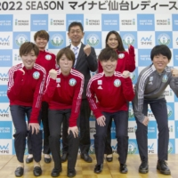 Mynavi Sendai manager Takeo Matsuda (behind, center) and the team's signings pose for photos at a news conference on Monday in Sendai. | MYNAVI SENDAI / VIA KYODO