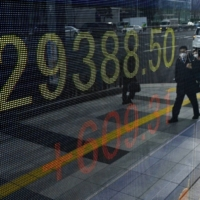 While the market enjoyed a bull run over the past few days, analysts said it is unlikely that the benchmark Nikkei average can top 30,000 next week. | KYODO