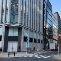 The ground floor of a building in a prime downtown location in Nagoya has remained empty for more than six months.  | CHUNICHI SHIMBUN