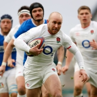 England's Dan Robson runs with the ball during his team's match against Italy in London on Saturday. | AFP-JIJI