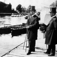 Crown Prince Hirohito watches a boat race at Oxford University, England, in 1921. | PUBLIC DOMAIN