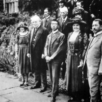 Crown Prince Hirohito stands alongside British Prime Minister David Lloyd George in England in 1921. | PUBLIC DOMAIN