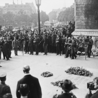 Crown Prince Hirohito lays a wreath in Paris in 1921 to commemorate Europeans who had died during World War I. | PUBLIC DOMAIN