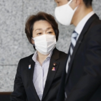 Seiko Hashimoto heads to the Prime Minister's Office in Tokyo on Thursday before her appointment as president of the Tokyo Organising Committee. | KYODO