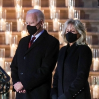 U.S. President Joe Biden and his wife, Jill Biden, pause for a moment of silence at the White House on Monday to mark the grim milestone of 500,000 U.S. deaths from COVID-19. | REUTERS