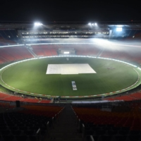 Crowd pressure for England at world's biggest cricket stadium