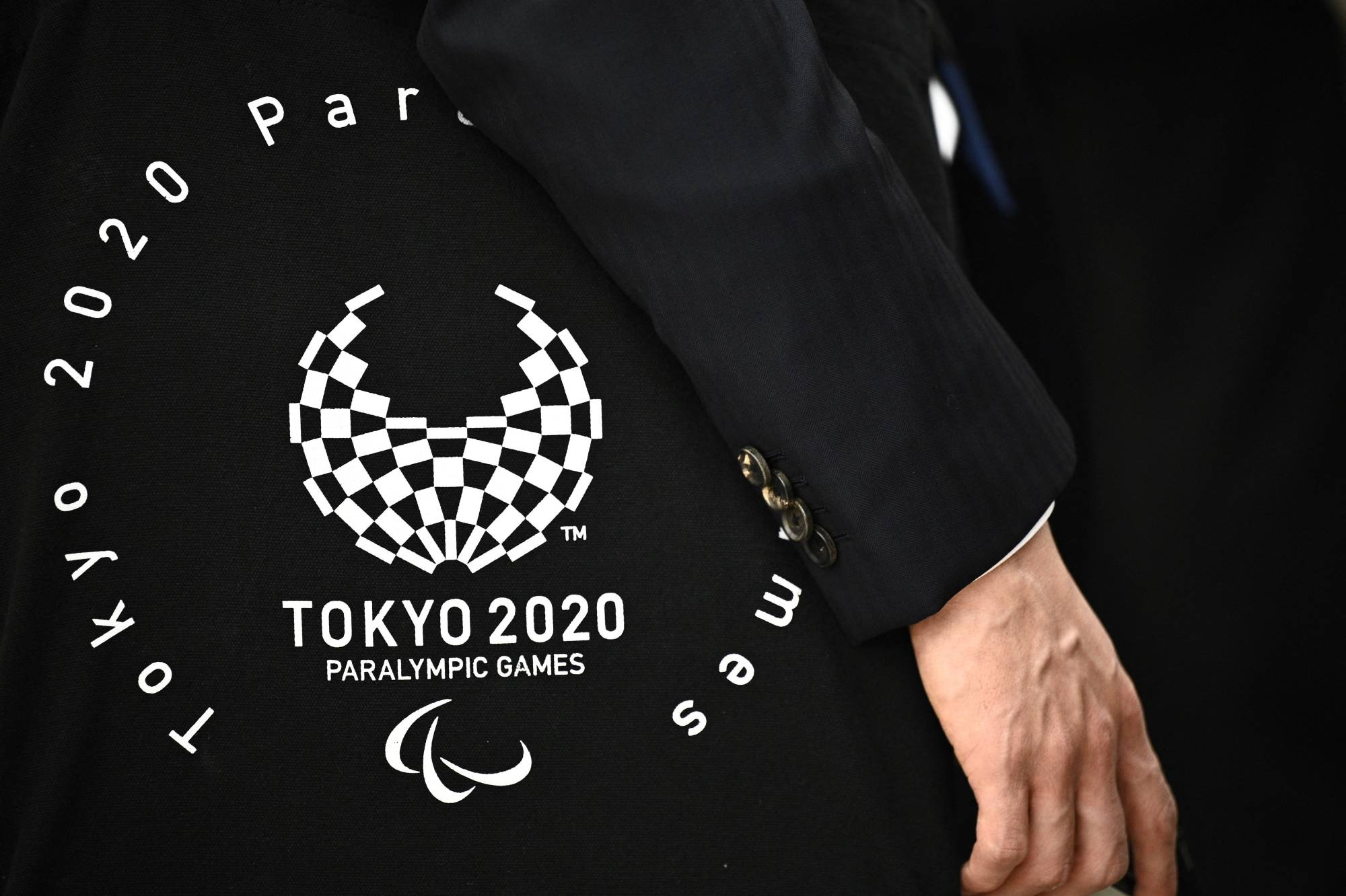 More than 1,000 volunteers have withdrawn from participating in the Tokyo Games after sexist remarks by the former president of the organizing committee. | AFP-JIJI