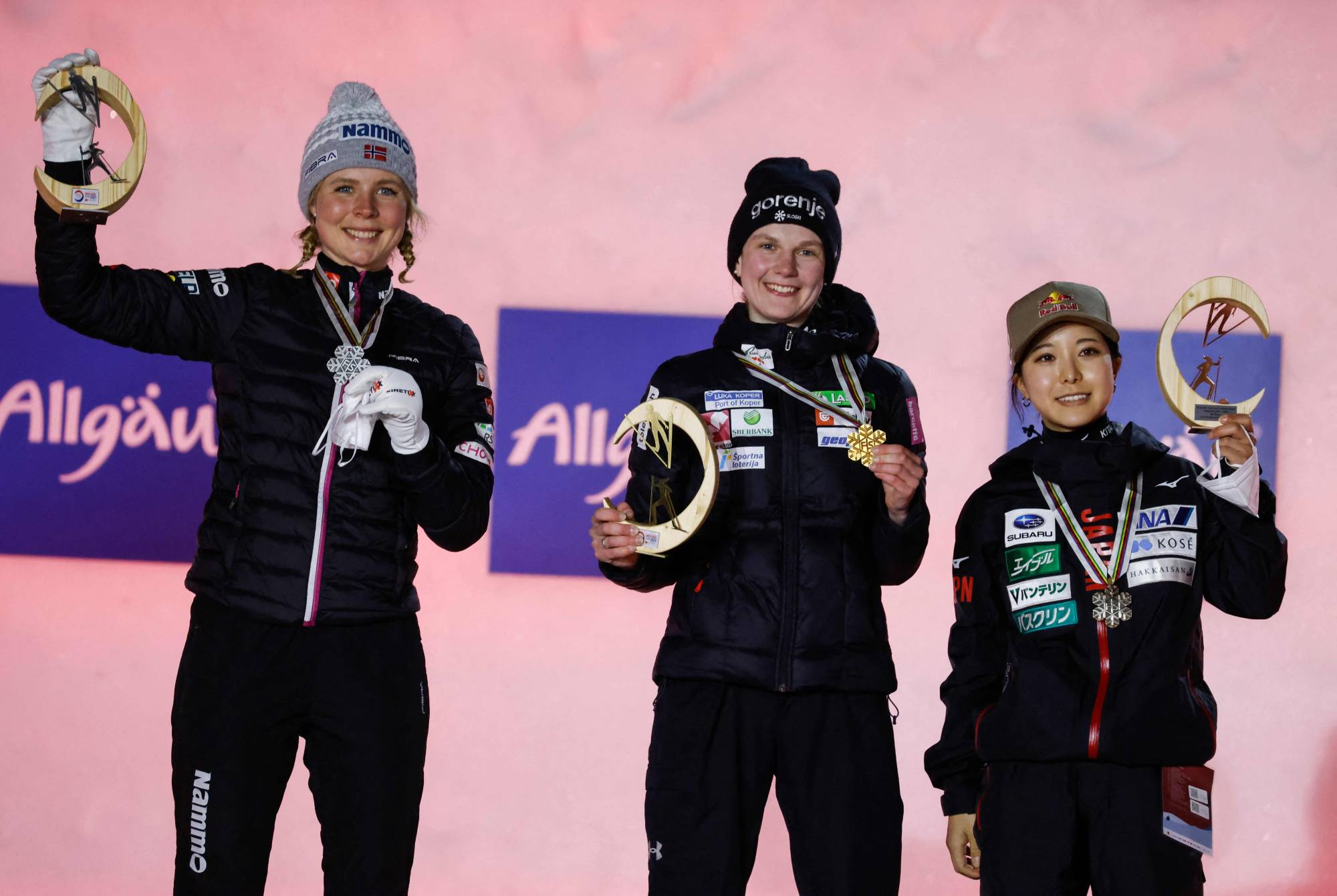 Slovenian winner Ema Klinec (center), Norwegian runner-up Maren Lundby (left) and third-place finisher Sara Takanashi celebrate on the podium of the women's ski jump normal hill event at the Nordic World Ski Championships on Thursday in Oberstdorf, Germany. | AFP-JIJI