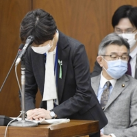 Then-Cabinet Public Relations Secretary Makiko Yamada offers an apology at a Lower House Budget Committee meeting last week over a conflict-of-interest scandal.