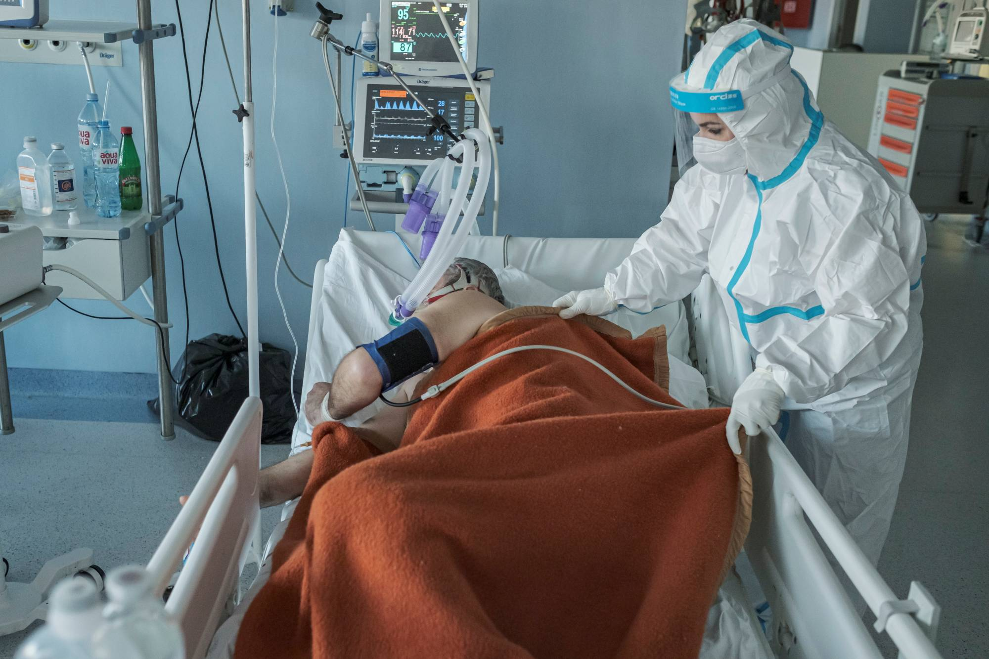 A medical worker treats a patient suffering from COVID-19 at the Clinical Hospital Center in Nis, Serbia, on Wednesday.  | REUTERS