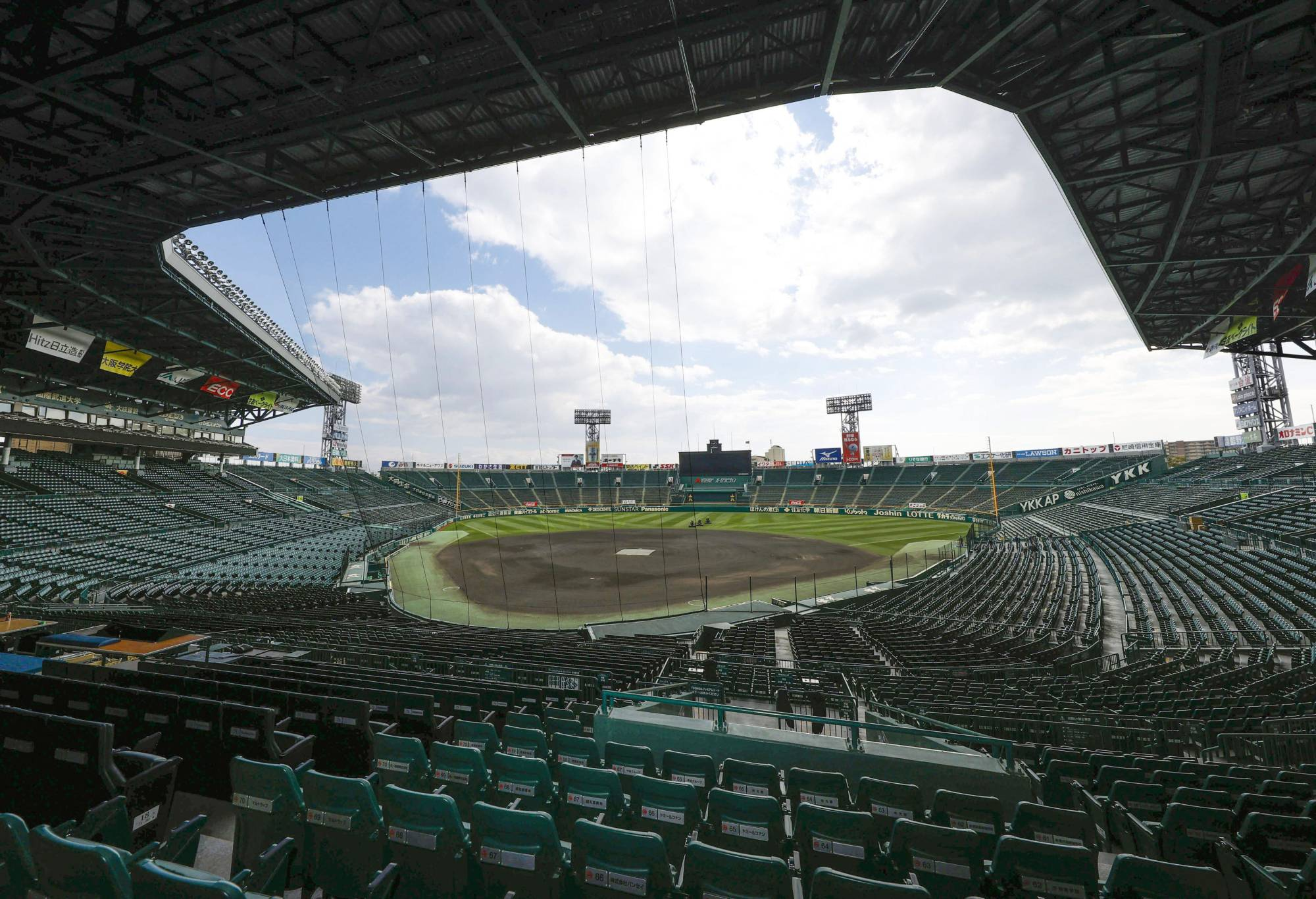Attendance at Koshien Stadium in Nishinomiya, Hyogo Prefecture, for the upcoming spring invitational high school baseball tournament will be limited to 10,000 fans per day. | KYODO