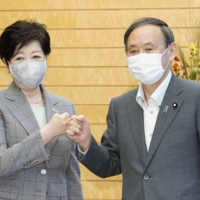 Prime Minister Yoshihide Suga (right) and Tokyo Gov. Yuriko Koike pose before holding talks in Tokyo on Sept. 23, 2020, in their first meeting after Suga took office. | KYODO