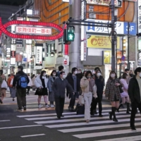 Foot traffic in Tokyo up even as virus emergency continues