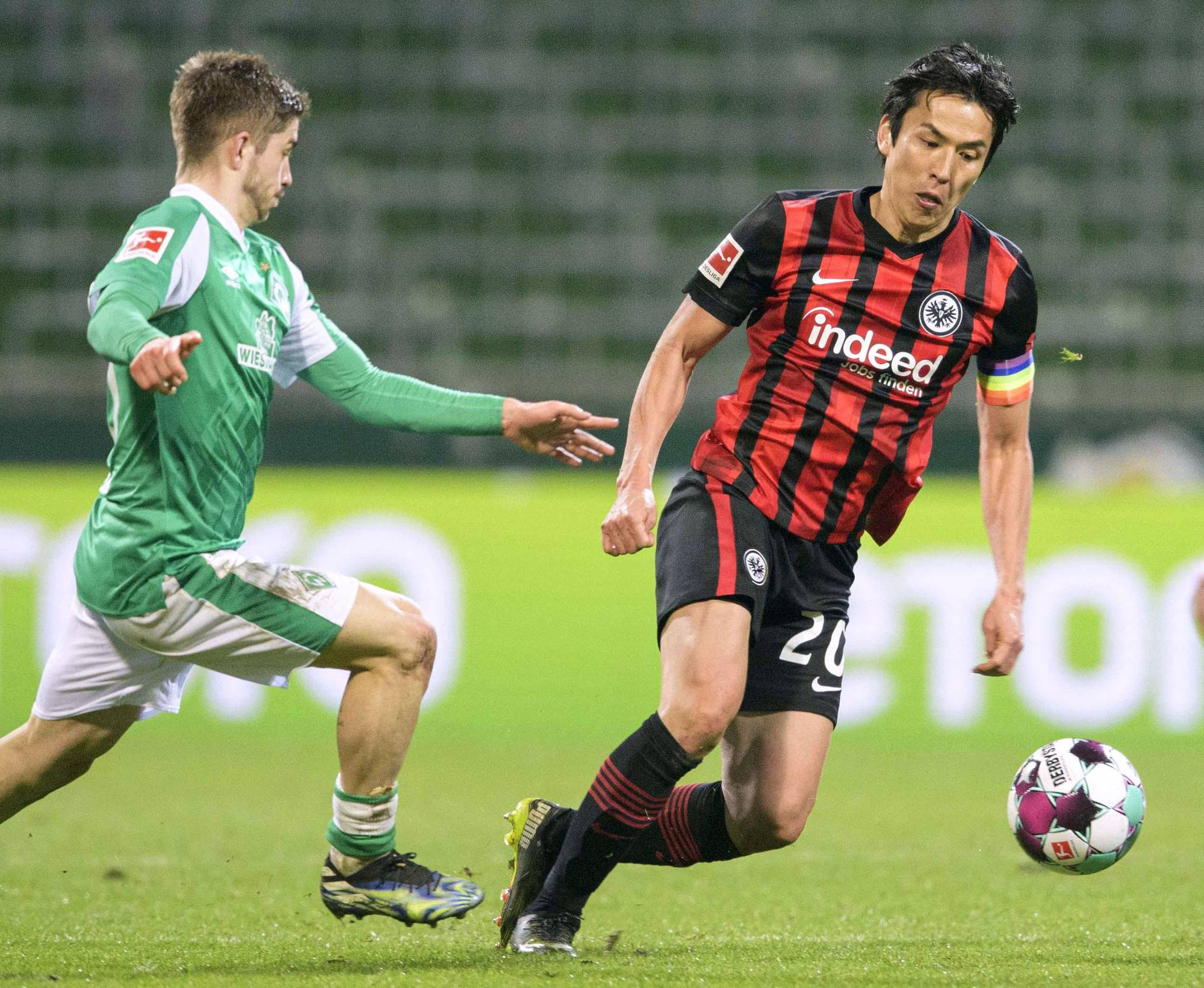 Makoto Hasebe, who on Monday extended his contract with Frankfurt through the 2021-22 season, has more Bundesliga apperances than any other Asian player. | KYODO