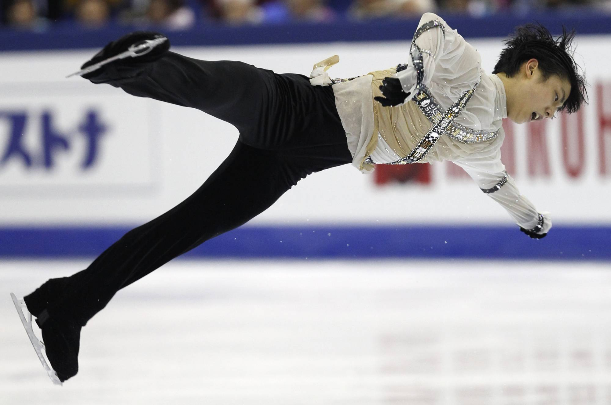 Yuzuru Hanyu performs during the men's free skate at the ISU World Figure Skating Championships in Nice, France, on March 31, 2012. | REUTERS