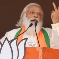 Indian Prime Minster Narendra Modi addresses a rally in Kolkata on Sunday. | AFP-JIJI