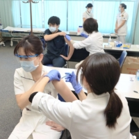 Comparing Japan's vaccine side effect rate with elsewhere tough, panel says