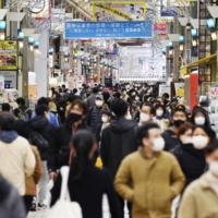 A shopping arcade in Tokyo's Shinagawa Ward is crowded on Saturday despite the capital being under a state of emergency. The pace of the decline in new COVID-19 cases in Tokyo has bottomed out, experts say. | KYODO