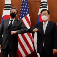 U.S. Secretary of State Antony Blinken and South Korean Foreign Minister Chung Eui-yong pose for the media before their meeting at the Foreign Ministry in Seoul on Wednesday. | POOL / VIA REUTERS