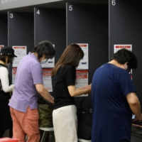 Major Japanese banks to cut remittance fees