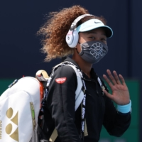 Naomi Osaka waves while walking onto the court prior to her match against Ajla Tomljanovic at the Miami Open on Friday. | USA TODAY / VIA REUTERS