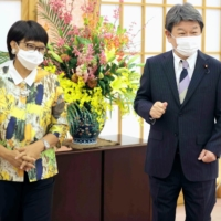 Foreign Minister Toshimitsu Motegi and his Indonesian counterpart, Retno Marsudi, meet in Tokyo on Monday. | POOL / VIA KYODO
