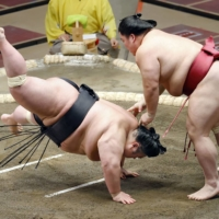 Daieisho stood up to Takakeisho during the tachiai before slapping him down on the second day New Year Grand Sumo Tournament.  | KYODO