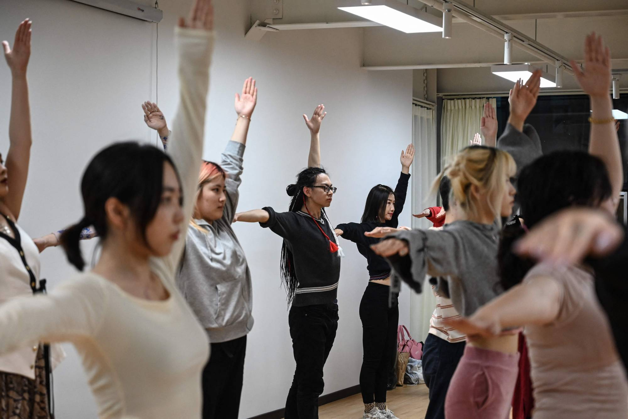 Huahua (center) attending a voguing dance course in preparation for a voguing ball in Beijing. | AFP-JIJI