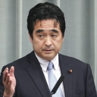Deputy Chief Cabinet Secretary Manabu Sakai apologized Friday for inviting a dozen lawmakers to the Prime Minister's Office for lunch.   KYODO