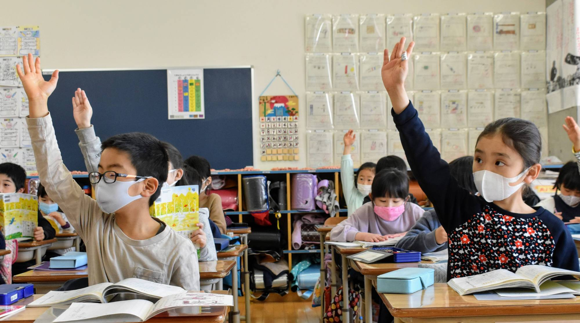 Students attend class at Funabori Elementary School in Edogawa Ward, Tokyo, in March. All students are required to wear a mask during school hours. | TOMOHIRO OSAKI