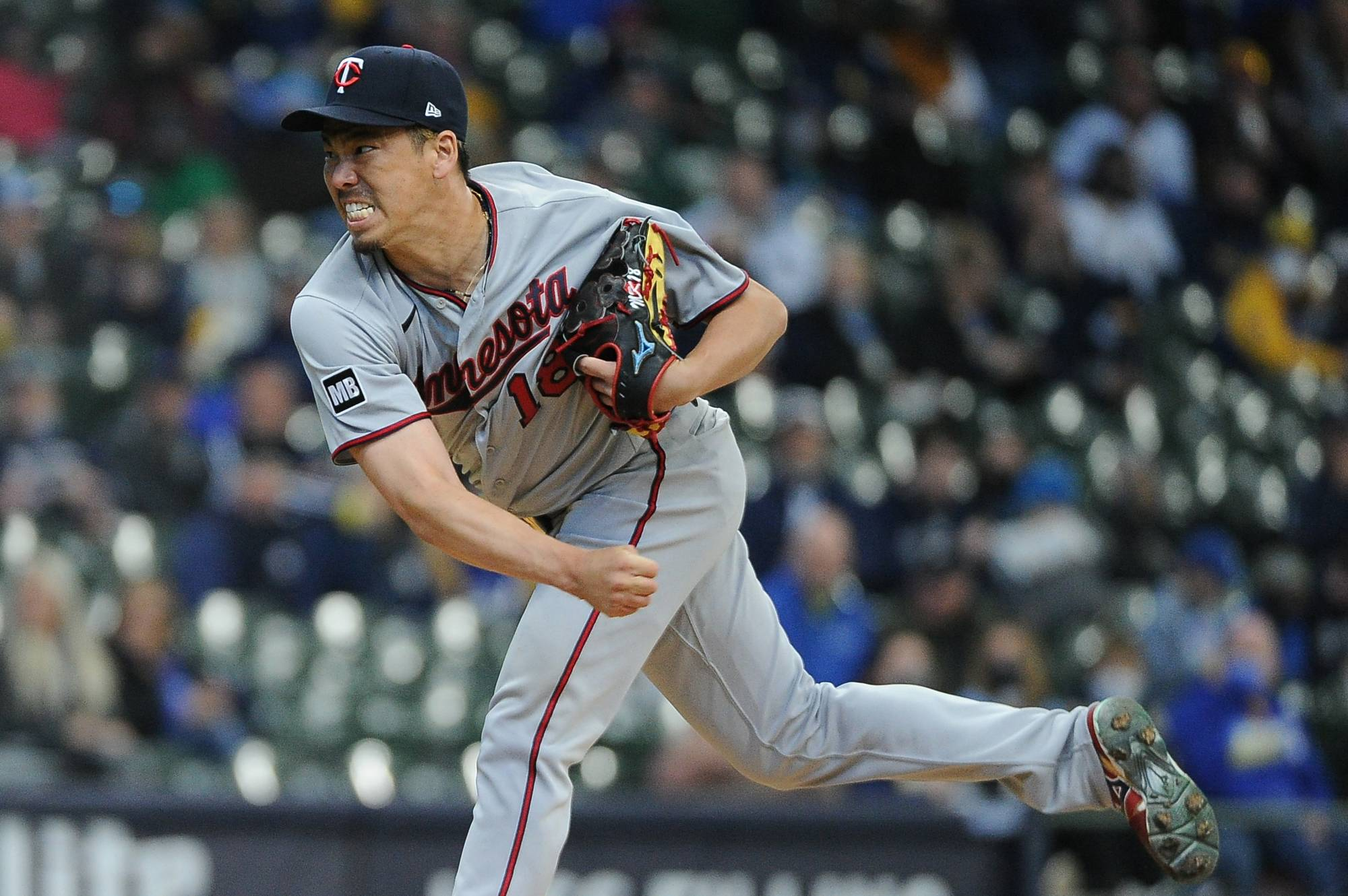 Twins starter Kenta Maeda pitches against the Brewers at American Family Field in Milwaukee on Thursday.   USA TODAY / VIA REUTERS