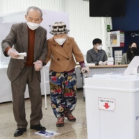 People visit a polling station in Seoul on April 7, 2021, to cast a ballot in the Seoul mayoral by-election. | KYODO