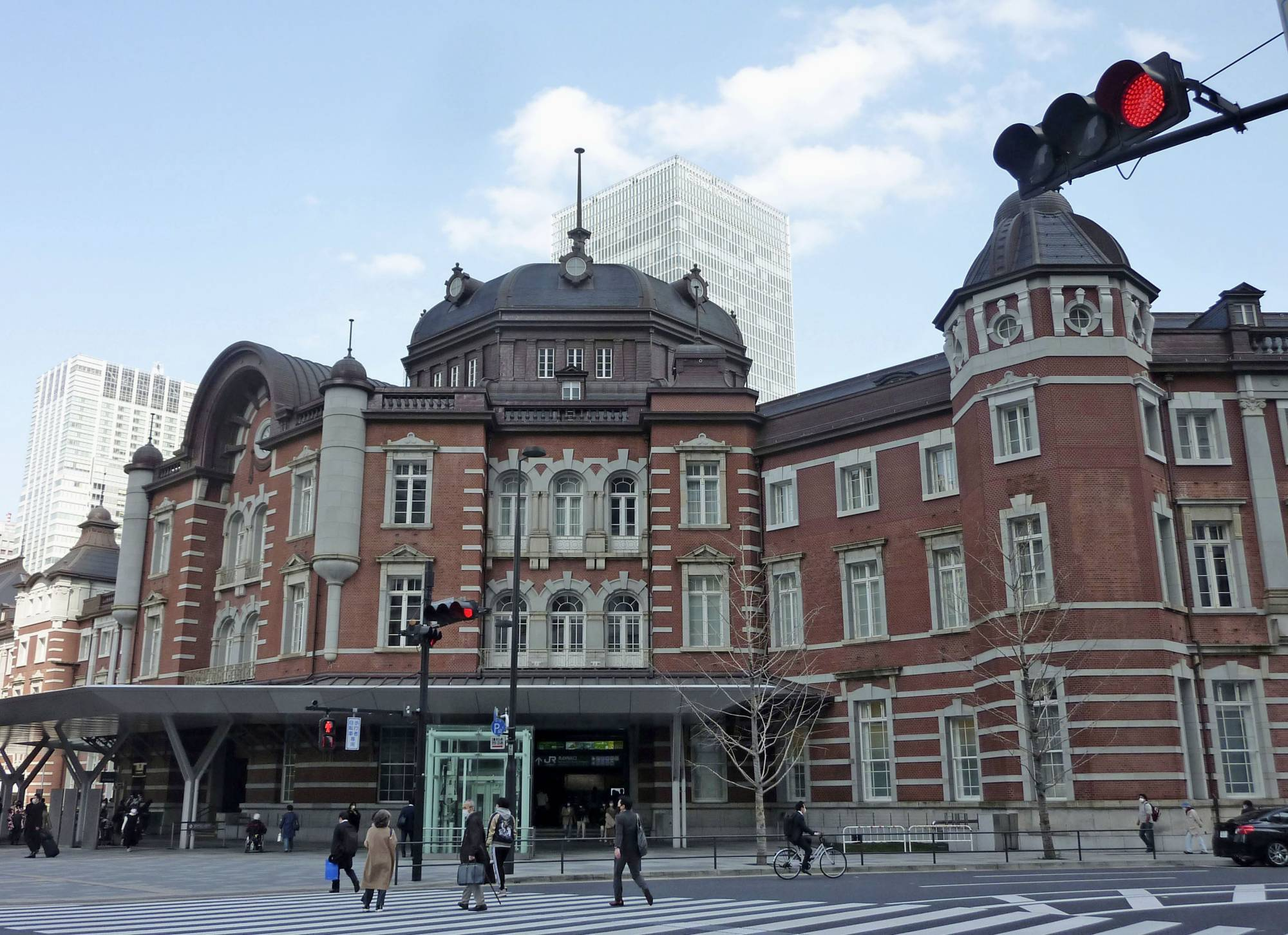 Pedestrians enter the Tokyo Station building from the Marunouchi side last month. | KYODO