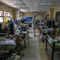 COVID-19 patients and medical workers at a Manila hospital.  | COURTESY OF THE DR. JOSE N. RODRIGUEZ MEMORIAL HOSPITAL AND SANITARIUM / VIA AFP-JIJI