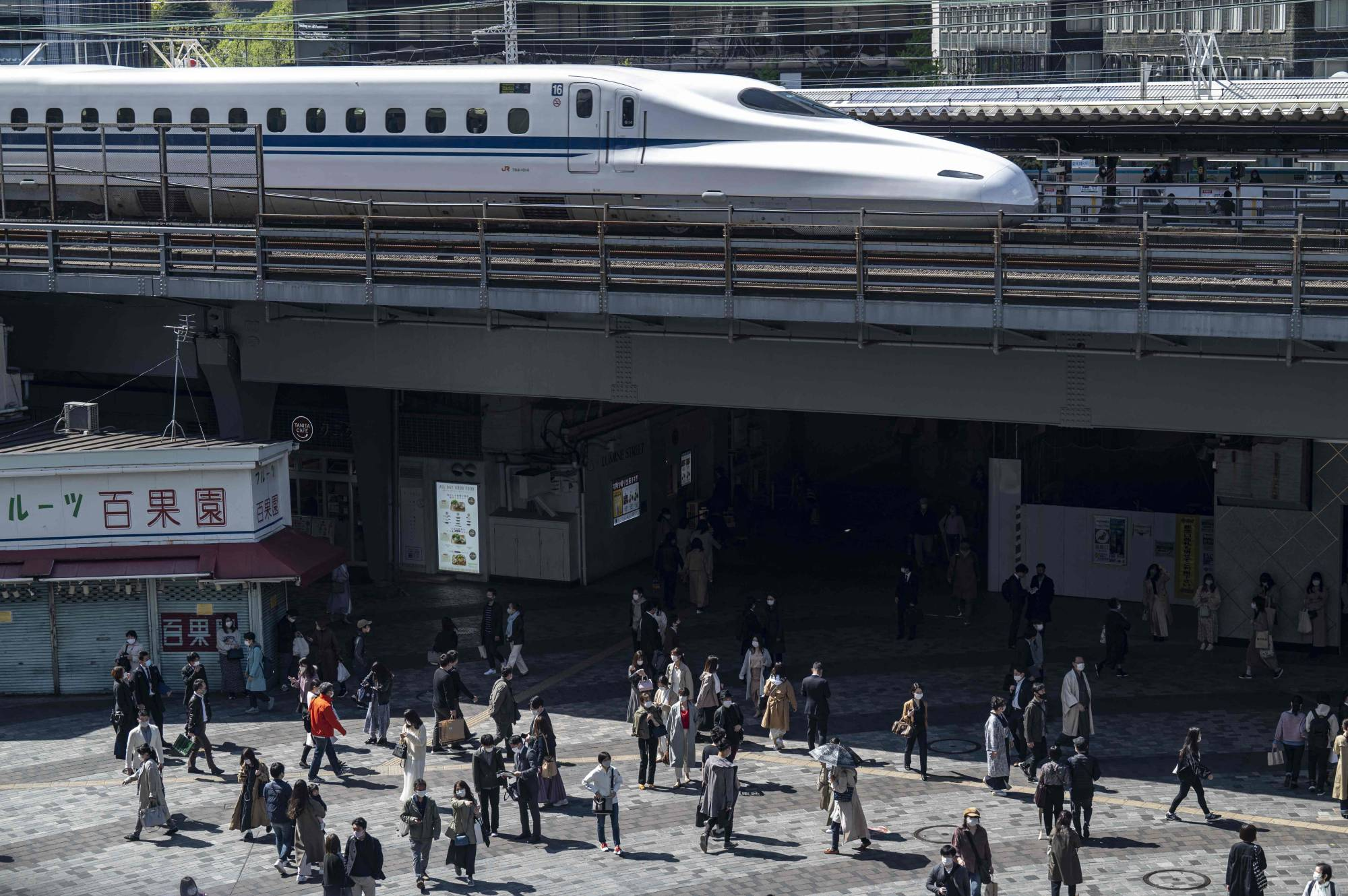 Tokyo confirmed 421new cases of COVID-19 Sunday, as the government was set to take stricter anti-virus measures in the capital starting Monday. | AFP-JIJI