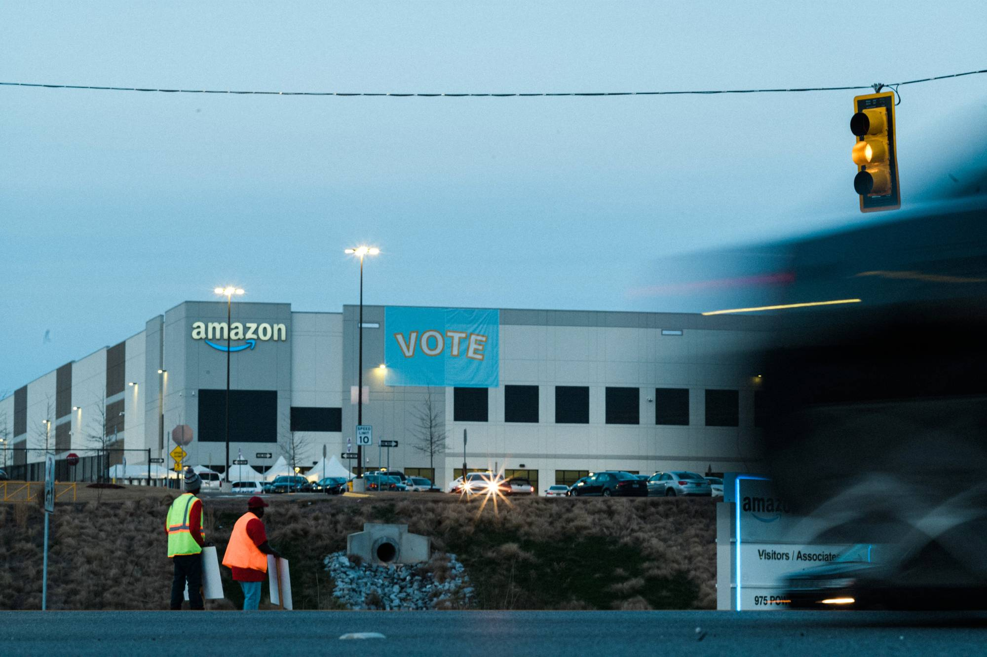 Labor organizers outside an Amazon warehouse in Bessemer | BOB MILLER / THE NEW YORK TIMES
