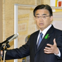 At a press conference Tuesday, Aichi Gov. Hideaki Omura said he plans to ask the central government to greenlight special measures to curb the spread of the novel coronavirus in the prefecture. | KYODO