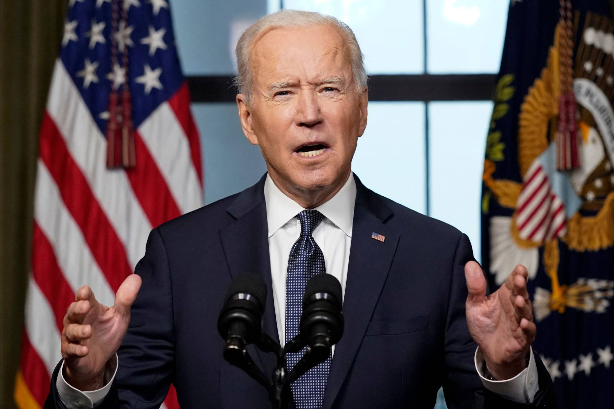 U.S. President Joe Biden speaks from the Treaty Room in the White House on Wednesday about withdrawing the remaining U.S. troops from Afghanistan. | POOL / VIA AFP-JIJI