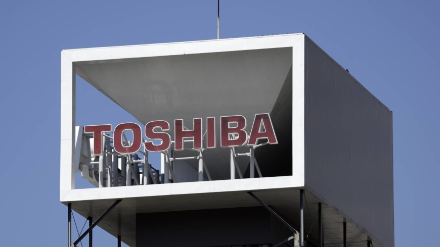 Toshiba mulls rejecting buyout offer, a day after CEO linked with bidder quit