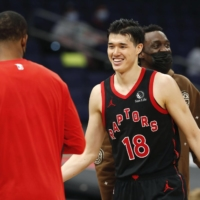 Yuta Watanabe scored 10 points for the Raptors in a victory over the Thunder in Tampa, Florida, on Sunday. | NBA ENTERTAINMENT / VIA GETTY IMAGES / VIA KYODO