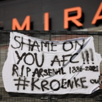A banner protesting Arsenal's decision to participate in the new Super League is displayed outside Emirates Stadium in London on Monday.   AFP-JIJI