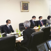 Japan panel OKs letting dentists administer COVID-19 vaccines