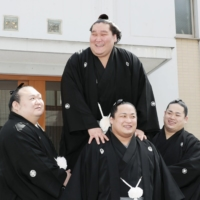Terunofuji returns to ozeki for Summer Basho